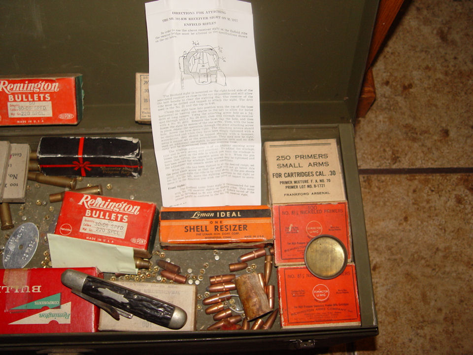 Vintage BULK LOT: Reloading                                         Equipment, Shell boxes, Lyman                                         Ideal, Ephemera, Western                                         Primers, Winchester, Remington,                                         Heavy Steel case and much                                         more.......